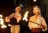 Feuerstab und Feuerschirm bilden ein filigranes Duett