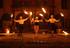 Wunderbare Tanzelemente und Schwingen mit Feuer bilden unsere inflammati Barock-Feuershow