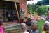 10 Der Märchenelf erspielt im Mitmachprogramm für Kinder die Märchen der Gebrüder Grimm und andere Geschichten mit den Mitteln der Akrobatik, Jonglage unde der Zauberei..